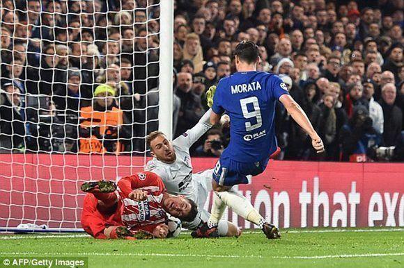 Morata lo intentó pero no pudo superar a un gran Oblak. Foto: AFP.