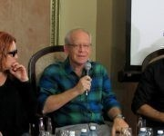 """Gerard Chijona al centro, a su lado Isabel Santos y Vladimir Cruz, dos actores de """"Los buenos demonios"""". Foto: Cinthya García Casañas/ Cubadebate."""