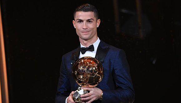 Cristiano Ronaldo recibió hace unos días su quinto Balón de Oro. Foto tomada de France Football.