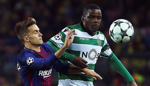 Denis Suárez disputa el balón con Carvalho en el último partido del grupo D, ya sin trascendencia para ambos equipos. Foto: EFE.