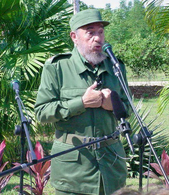 Fidel Castro visita a la Universidad de las Ciencias Informática, 12 de diciembre de 2002. Foto: Universidad de las Ciencias Informáticas / Sitio Fidel Soldado de las Ideas