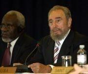 El presidente cubano Fidel Castro en la conferencia de prensa final de la de la II Cumbre Cuba-CARICOM. Bridgetown, Barbados