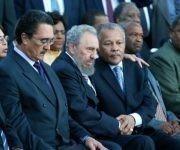 fidel-junto-a-primeros-ministros-de-barbados-y-santa-lucia-en-acto-de-homenaje-a-victimas-de-barbados