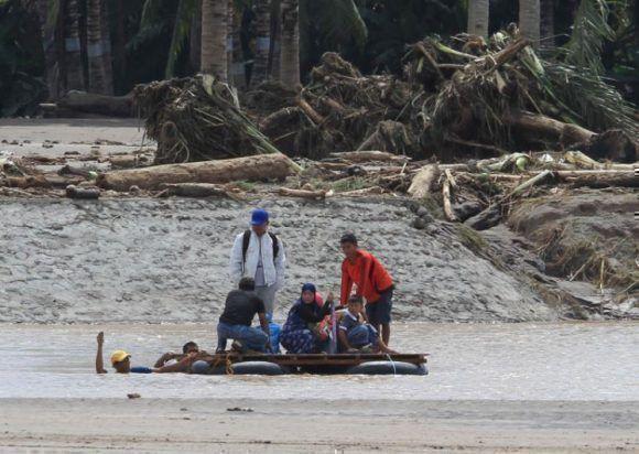 Tormenta Tembin deja al menos 130 muertos en su paso por Filipinas