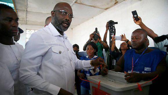 El exdelantero George Weah es elegido como el presidente número 25 de la República de Liberia. Foto: Joel Saget/ AFP.