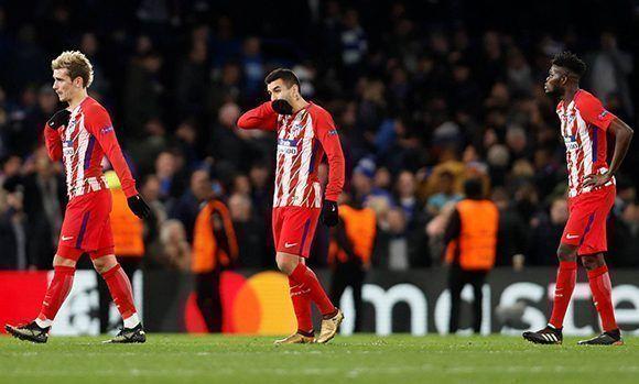 El Atlético de Madrid queda eliminado de la Champions y tendrá que conformarse con la Europa League. En la imagen, Griezmann, Correa y Thomas. Foto: EFE.