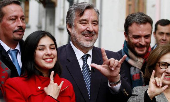 La diputada Karol Cariola (Partido Cominista) junto a Alejandro Guillier. Foto: Agencia Uno.