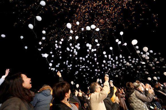 Lanzamientos de globos de aire para celebrar la entrada de año, en Tokio (Japón). Foto: Reuters.