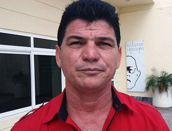 El poeta Luis Paz (Papillo) ofrece declaraciones a Cubadebate. Foto:Captura de pantalla/ Cubadebate/ Youtube.