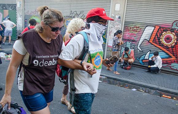 Megaoperativo de mil 500 efectivos de la Gendarmería contra manifestantes que intentaban llegar hasta el Congreso para protestas por la reforma previsional que encierra el ajuste en las pensiones de los jubilados. Foto: Kaloian Santos Cabrera/ Cubadebate