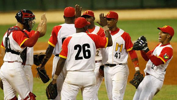 Matanzas blanqueó 7-0 a Las Tunas, para arrebatarle el primer lugar del campeonato cubano de béisbol. Foto: Roberto Morejón/JIT