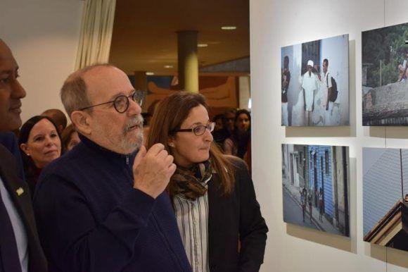 Silvio inaugura su expo en UNESCO. Foto: UNESCO