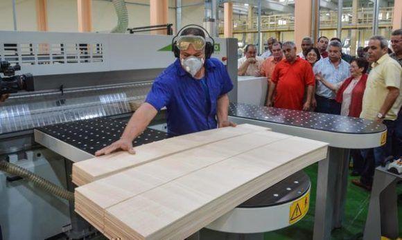 Inauguran la fábrica de envases para el Tabaco ARCA, perteneciente a Tabacuba, en Guanabacoa. Foto: Marcelino Vázquez/ ACN.