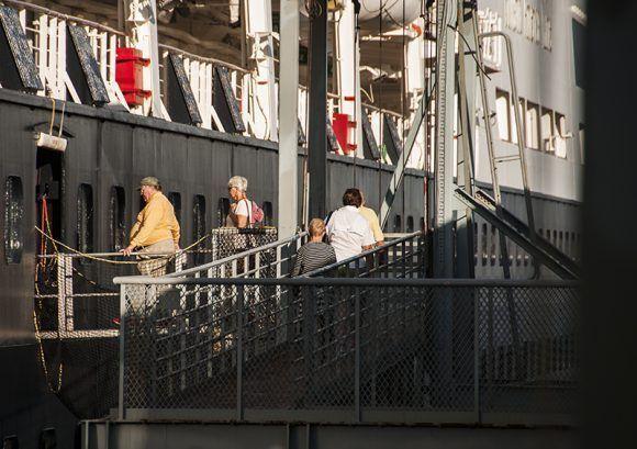 Veendam arribó con 604 tripulantes a bordo. Foto: L Eduardo Domínguez/ Cubadebate.