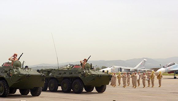 Vehículos blindados rusos BTR-82A durante un desfile militar en la base aérea de Jmeimim, Siria. Foto: Dmitriy Vinogradov/ Sputnik.