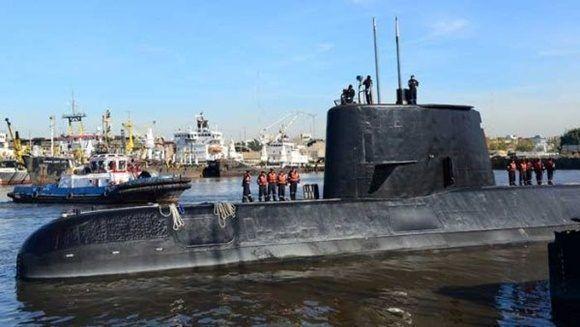 La Armada descartó encontrar con vida a la tripulación y concentra sus esfuerzos en rescatar la nave. | Foto: Reuters.