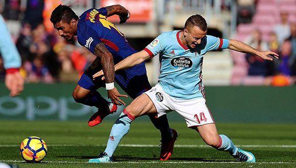 Paulinho disputa un balón con el jugador del Celta Lobotka. Foto: Alejandro García / EFE
