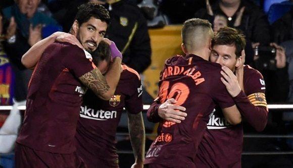 Barcelona alcanzó una importante victoria en su visita a Villarreal y se mantiene como sólido líder de la Liga Santander. Lionel Messi y Luis Suárez anotaron para los 'Culés'. (Foto: AFP)