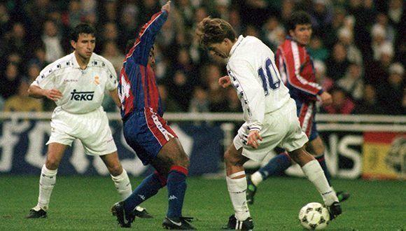 En las décadas de 1980 y 1990, la rivalidad del Real Madrid y Barcelona creción con dos equipos de ensueño: La Quinta del Buitre y el Dream Team de Cruyff.