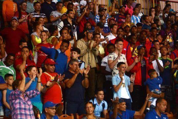 Aficionados durante eñ Torneo Nacional de Boxeo Playa Girón. Foto: Oscar Alfondo/ ACN.