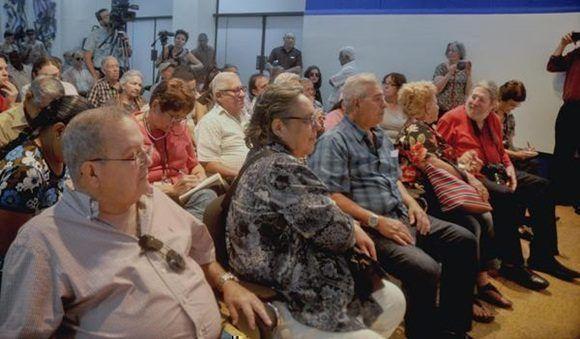 Periodistas e invitados en la conferencia de prensa de la Brigada Antonio Maceo, junto a miembros de diversas asociaciones de Amigos de Cuba en los Estados Unidos, realizada en el Centro de Prensa Internacional (CPI), en La Habana, Cuba, el 18 de diciembre de 2017. ACN FOTO/Oriol de la Cruz ATENCIO/ogm