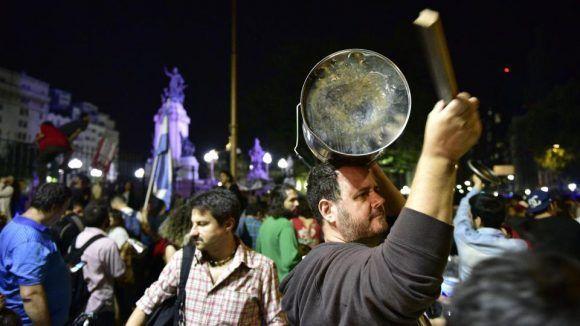 Por la avenida Corrientes desde el barrio de Almagro bajó una gran cantidad de gente.