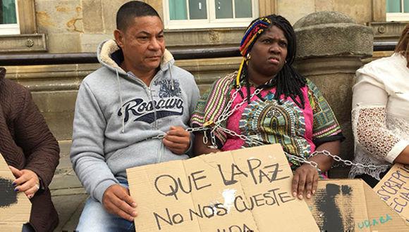 """""""Nos han asesinado de manera sistemática, nos han sacado de los territorios nuestros"""", expresó una de las manifestantes, quien solicitó la defensa de los defensores de derechos humanos. Foto:TeleSUR"""
