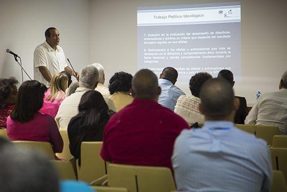 Debate en la comisión Salud y deportes. Foto: Irene Pérez/ Cubadebate.