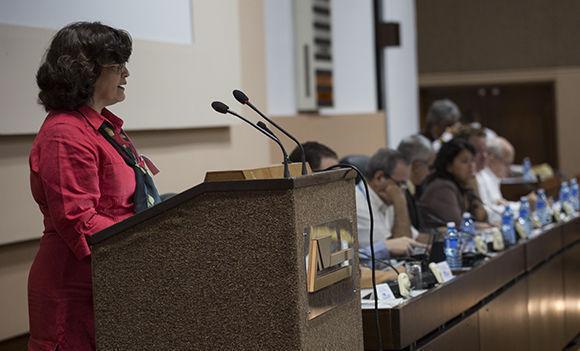 Maricela Díaz Rodríguez, Directora de Ciencia Tecnología y Medio Ambiente en el MINAGRI dio lectura al informe central. Foto: Irene Pérez/Cubadebate.
