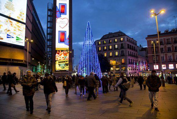 La Plaza de Callao es sin duda uno de los símbolos del Madrid más comercial, el punto donde confluyen franquicias y personas a un ritmo desorbitante. Foto: Ismael Francisco/ Cubadebate.