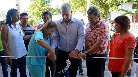 Díaz-Canel inauguró la sala de teatro infantil La Toronjita en Nueva Gerona, Isla de la Juventud. Foto: Roberto Díaz/ACN