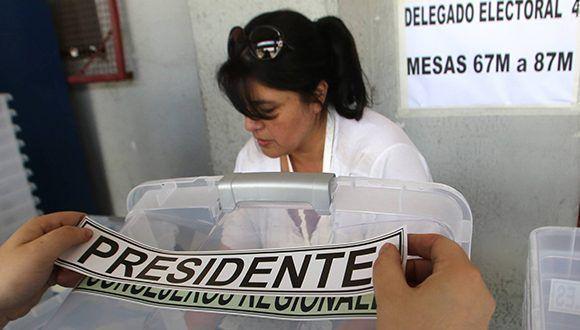 Las urnas para la votación de hoy en Chile. Foto: Claudio Reyes/ AFP.