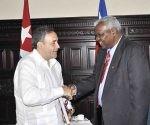 Esteban Lazo Hernández (D), presidente de la Asamblea Nacional del Poder Popular (ANPP), recibe a Fidel Espinoza, presidente de la Cámara de Diputados de Chile, en el Capitolio Nacional, sede institucional de la ANPP, en La Habana, Cuba, el 1 de diciembre de 2017. Foto: Tony Hernández/ ACN.