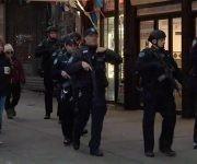 La policía alejó a los pasajeros y peatones de la Terminal de Autobuses de la Autoridad Portuaria luego de los informes de una explosión ocurrida el 11 de diciembre de 2017 en Nueva York. Foto: NBC.