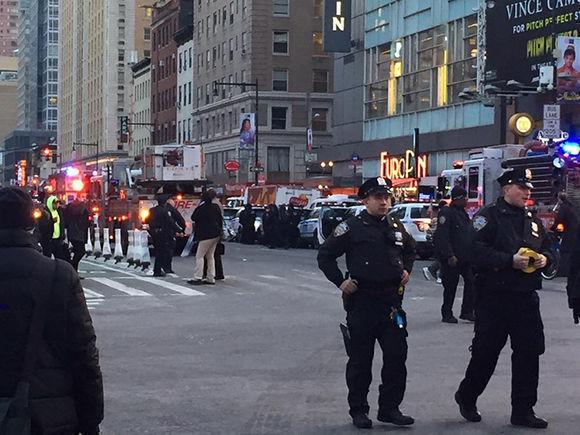 Las primeras noticias indicaban que había varios heridos, pero versiones posteriores sostienen que hay uno solo, la persona que llevaba consigo el artefacto. Foto: NBC.