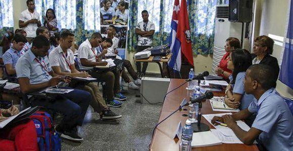 Debates en la comisión de la Defensa de la Patria, en la Asamblea Nacional de la Federación Estudiantes de la Enseñanza Media (FEEM). Foto: Abel Padrón/ ACN