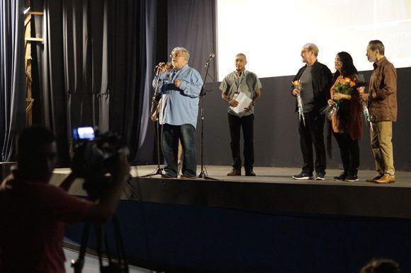 """Luciano Castillo, director de la Cinemateca de Cuba, presenta """"Lucía"""" restaurada en el cine 23 y 12 el pasado sábado. Foto: José Raúl/ Cubadebate."""