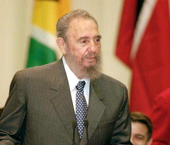 Fidel durante la I Cumbre Cuba-Caricom efectuada en el 2002 en La Habana. Foto: Ahmed Velázquez.