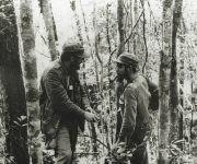 Fidel y el Che durante la guerra revolucionaria en la Sierra Maestra, 1957. Foto: Oficina de Asuntos Históricos del Consejo de Estado/ Fidel Soldado de las Ideas.