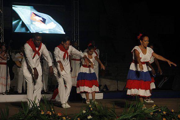 Velada artística en homenaje al Comandante en Jefe Fidel Castro Ruz en Camagüey. Foto: Luis Sánchez Rivera / Cubadebate