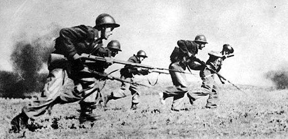 La 46ª División del teniente coronel Valentín González «El Campesino», en una ofensiva de la batalla del Ebro (1938). Foto: Archivo ABC