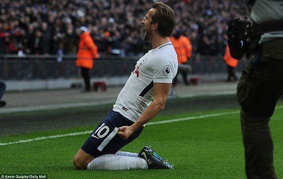 """Harry Kane, delantero inglés de 24 años, consigue la hazaña de ser el máximo goleador de un año natural en la """"era de Messi y Cristiano"""". Foto: Daily Mail."""