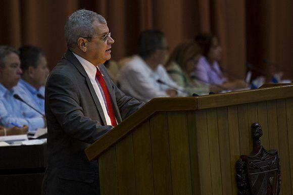 Homero Acosta Álvarez, secretario del Consejo de Estado, durante la sesión plenaria de la Asamblea Nacional del Poder Popular. Foto: Irene Pérez/ Cubadebate.