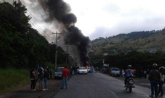 Este jueves, se reportan tomas de carretera en varios puntos de Honduras. Foto: La Prensa.