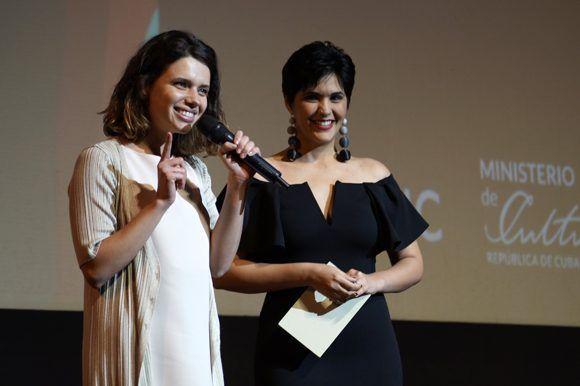 """La actriz brasileña Bruna Linzmeyer, protagonista de la película inaugural """"El filme de mi vida"""", agradeció el cariño del público cubano. Foto: Leysi Rubio/ Cubadebate"""