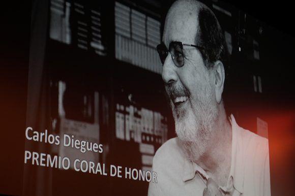 Durante la gala inaugural se entregó también el Coral de Honor al director Carlos Diegues, por su valiosa contribución al desarrollo del llamado Cinema Novo brasileño. Foto: Leysi Rubio/Cubadebate