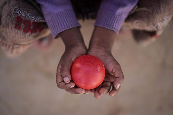 Según UNICEF, más de 320.000 niños rohingya han llegado al sur de Bangladesh desde fines de agosto después de presenciar atrocidades y sufrir pérdidas muy dolorosas en Myanmar. Foto: Ed Jones/ AFP/ Getty Images.