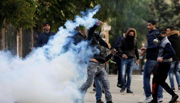 Choques entre manifestantes palestinos y el ejército israelí estallaron por toda Cisjordania el jueves. Foto: Reuters.