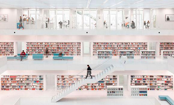 """La categoría de Arquitectura ha sido para Hans-Martin Döelz, y su """"Book Temple III"""" que no es otros que la biblioteca de Stuttgart, diseñada por Yi Architects e inaugurada en 2011."""