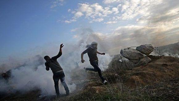 Los manifestantes sostienen enfrenamientos con las autoridades de israelíes en el territorio ocupado y llamaron a la tercera intifada. | Foto: EFE